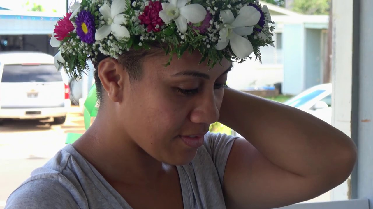 Hawaiian head lei haku making in 4k youtube hawaiian head lei haku making in 4k izmirmasajfo