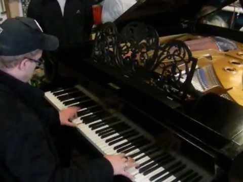 Несравненный Денис Мажуков на моём свежевосстановленном рояле Bluthner прим. 1897 года.