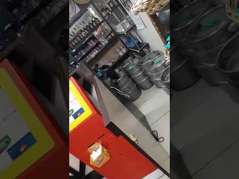 Ворона залетела в магазин и разнесла все!!! Шок