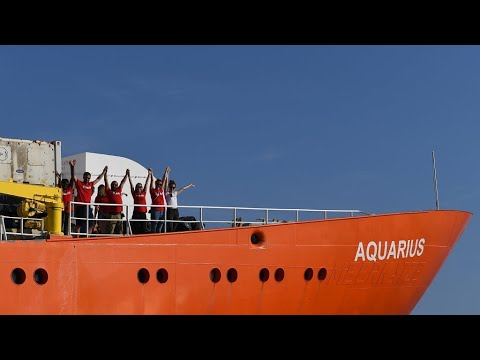 Aquarius migrant ship heads for Marseille despite registration cancellation