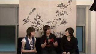 Tegan and Sara - Backstage Bilingual: Episode 1 [Webisode]