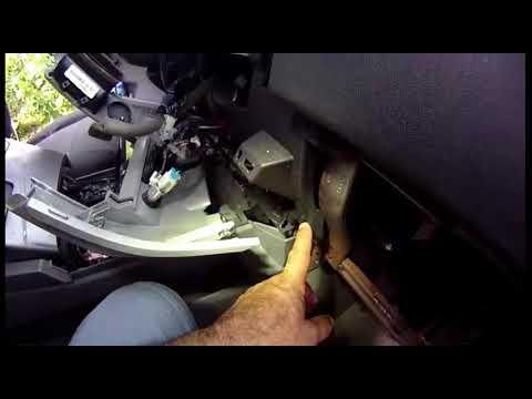 2004-2006 Nissan Titan XE SE Armada SE Instrument Panel Bezel Change
