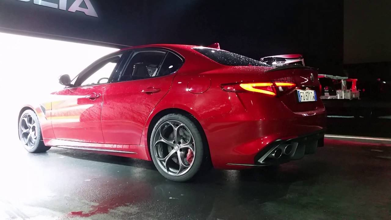 alfa romeo giulia quadrifoglio sound 510 cv start and revving