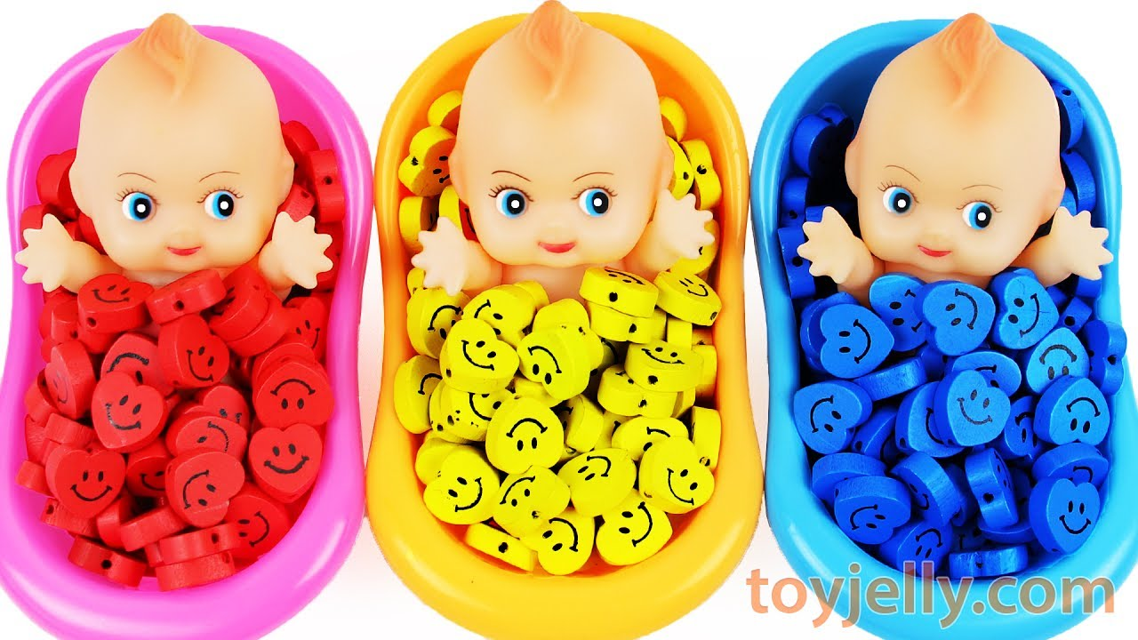 Learn Colors Baby Doll Bath Time Surprise Eggs Smiley Candy for KID Children Baby Finger Family Song
