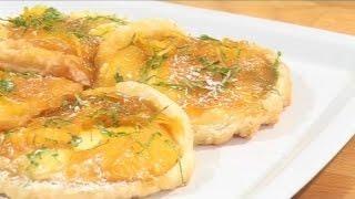 Теплый апельсиновый десерт в запеченном слоеном тесте