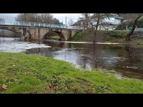 El río Bubal, en Vilaza, empieza a desbordarse