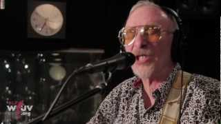 "Graham Parker and The Rumour - ""Watch The Moon Come Down"" (Live at WFUV)"