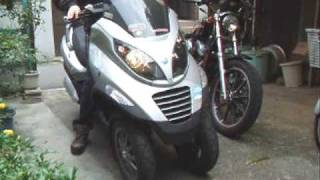 Piaggio MP3 : Lifted front wheels (one at a time)