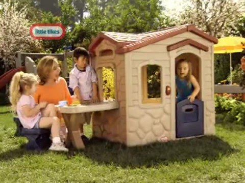 Little Tikes Picnic on the Patio Playhouse - YouTube