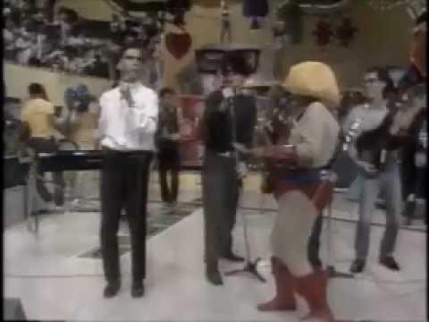 """Titãs - """"O Quê?"""" no Chacrinha em 1986"""