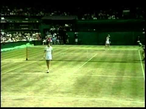 Chris Evert d. Martina Navratilova - 1980 Semifinals of the Big W