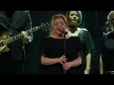Chris Davis - Kelly Clarkson NAILS Lady Gaga / Bradley Cooper 'Shallow' Cover!