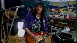 Watch Ace Frehley Breakout video