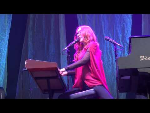 Tori Amos - The Boys of Summer (Don Henley cover) - Luhmühlen - 2015 FULL HD