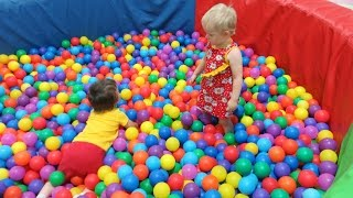 Дети в игровом центре Grand Park Горки Бассейн с Шариками #1. Kid's play center slide ball pool #1