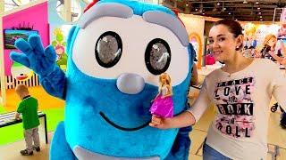 МУЛЬТИМИР 2017: Барби встретила Грузовичка Лёву. Парад мультгероев