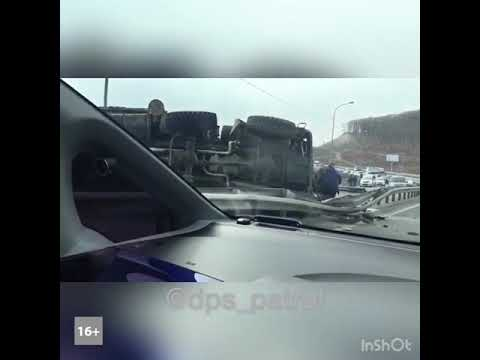 Заблокировавший трассу во Владивостоке КамАЗ-перевертыш — ракетный комплекс Панцирь-С