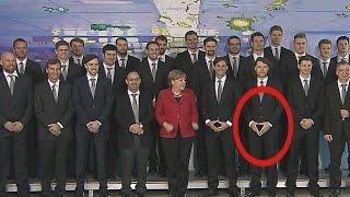 Zu Besuch bei Angela Merkel: Handballer können sich Rauten-Gag nicht verkneifen