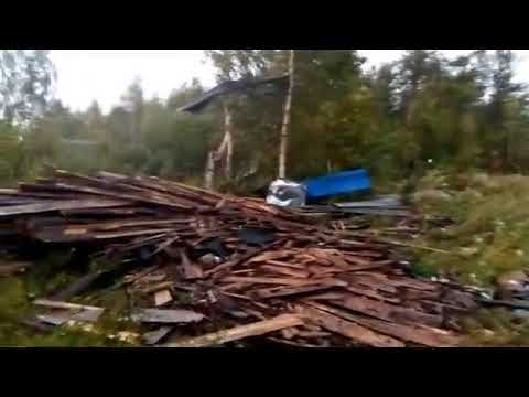 "Ураган в Красновишерске снес крыши на гаражах за ""китайкой"""