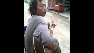 Street guitarist plays Wish You Were Here by Pink Floyd