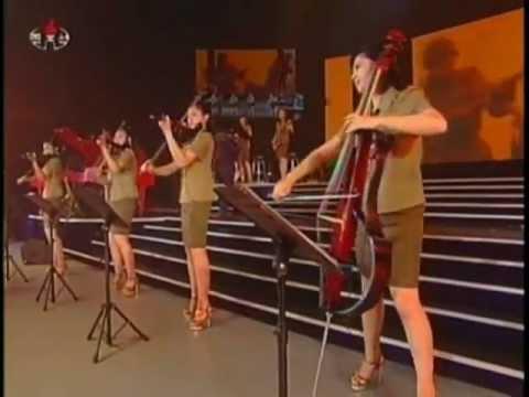 """Концерт ансамбля """"Моранбон"""" (корейская война)."""