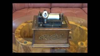 エジソン社の円筒型蓄音機 スタンダード・フォノグラフA型です。 エジソ...