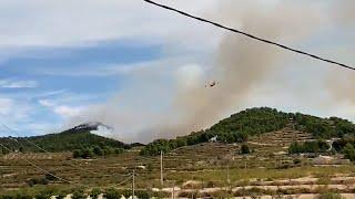 Nuevos medios aéreos y terrestres se incorporan al incendio de Los Porriones de Mula