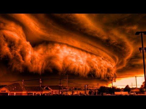عاصفة ترابية مخيفة حولت النهار الى ظلام احمر مرعب جنوب الجزائر ، وغيوم سوبرسل مهيبة في سماء اسبانيا