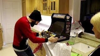 OMG!!! DAZE OPENS HIS CHRISTMAS PRESENT FROM MAMA DAZE!!!
