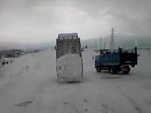 排雪 札幌雪堆積場 新琴似6番 2 落ちない雪 ダンプ