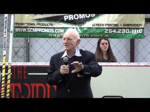 Bob Richards Addresses Crowd at Zero G Elite PV 2015