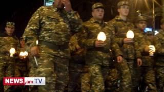 Հանրապետության հրապարակի քարե գորգի վրա երիտասարդները վառվող կանթեղներով խաչ կազմեցին