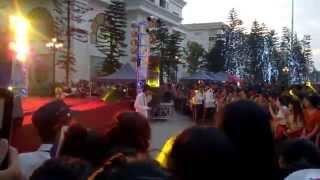 Con nhà nghèo ( live )  -  Vanh LEG Royal city Girt Fair 8 - 6