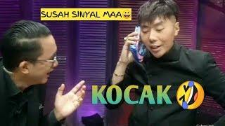 Roy kiyoshi &Bayu Oktara  bercanda di sela Syuting MMB