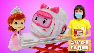 Видео про игры для детей. Детский сад для игрушек. Принцесса София узнала что Эмбер заболела.