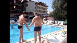 Прикол в бассейне!!