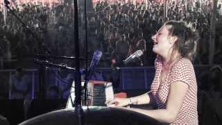 """Roosbeef, """"Raak mij aan"""" live op Dranouter 2013"""