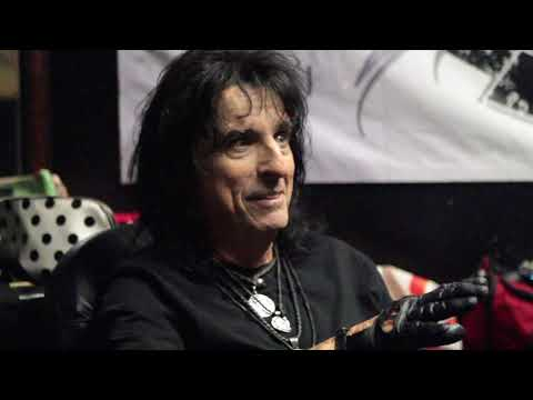 Alice Cooper Talks About Meeting Elvis Presley