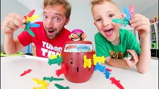 Baixar Father & Son PLAY POP UP PIRATE! / Don't Poke Him!!!!