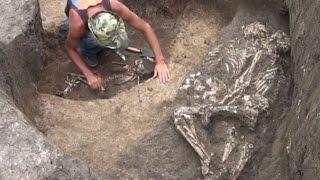 Во время раскопок на юге России обнаружены обнимающиеся скелеты (новости) http://9kommentariev.ru/