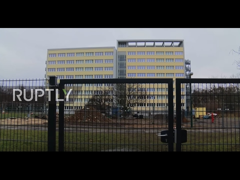 Germany: Leipzig residents fence apartment building off from future refugee centre