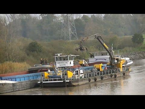 """Arbeitsschiff """"Gerd Knoll sen."""" mit Volvo EC460BLC / Working vessel """"Gerd Knoll sen."""""""