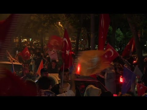 Erdogan supporters take to the streets of Istanbul