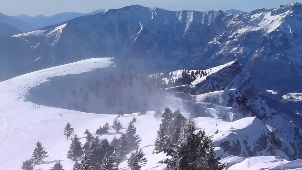 Il vento spazza la neve su cima mandriolo altopiano di for Altopiano di asiago appartamenti vacanze