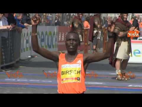 Maratona di Roma, l'arrivo dei vincitori