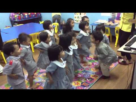 Q-dees EDP class (3yrs old) Dinosaur song!