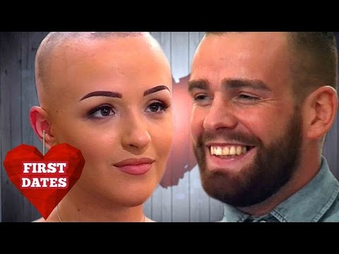 Eve removes her wig during dinner | First Dates