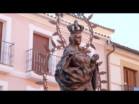 VÍDEO: Procesión de Estandartes ante el monumento de la Inmaculada Concepción de Lucena.