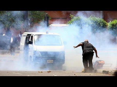 Twin blasts kill policemen in Egypt