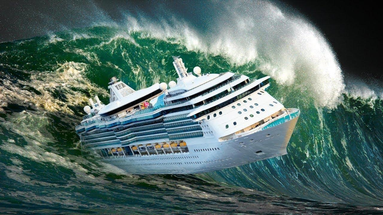 Barcos En Plena Tormenta En Alta Mar Youtube